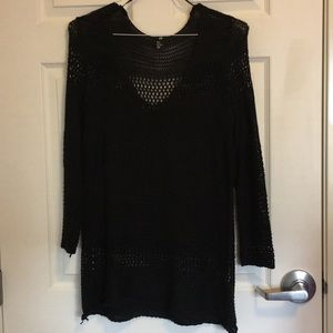 Long hole sweater